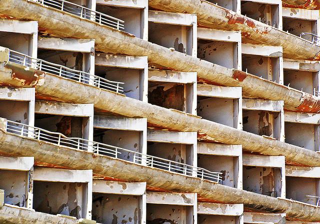 A deserted hotel in the town of Varosha - Photo: Danielzolli